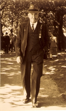 WILLIAM STUBBINGS Anzac Day 1940S or 50s  courtesy Kym Stubbings