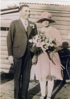 COLEMAN nee Budsworth Wal (Robert John) & Nellie wedding 1_5_1930 courtesy Leigh Budden