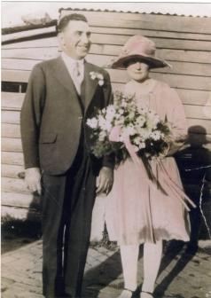 COLEMAN nee Budsworth Wal (Robert John) & Nellie wedding 1_5_1930 courtesy Leigh Budden